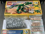 1006 Ecstasy-Pillen statt Lego-Dinosaurier: Die Eidgenössische Zollverwaltung hat im Postzentrum Mülligen (AG) ein Geschenkpäckchen mit überraschendem Inhalt entdeckt. (Bild: Eidg. Zollverwaltung)