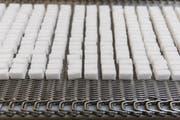 Zuckerwürfel aus der Zuckerfabrik Aarberg. (Bild: Peter Klaunzer/Keystone)