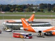 Der Billigflieger spürt den teureren Treibstoff und die gesunkenen Ticketpreise. (Bild: KEYSTONE/MARTIAL TREZZINI)