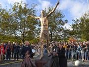 Die Bronzestatue von Ibrahimovic wurde in Malmö eingeweiht (Bild: KEYSTONE/AP TT NEWS AGENCY/JOHAN NILSSON)