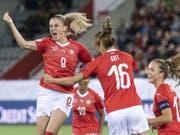 Ana Maria Crnogorcevic freut sich über ihren Treffer (Bild: KEYSTONE/PETER SCHNEIDER)