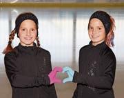 Alessia und Selina Arnold trainieren auf der Eisbahn. (Bild: PD)