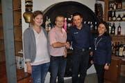 Übergabe der Getränke Alpiger AG in Unterwasser: (von links) Annarösli Looser, Daniel Koller, Herbert und Corinne Alpiger. (Bild: Sabine Camedda)