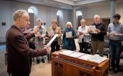 Die Orgel wird nur als Ablage gebraucht: Gregorianik ist unbegleitet, einstimmig, trotzdem anspruchsvoll. (Bilder: Ralph Ribi)