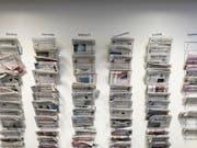 Die grösste Zeitungspräsenz im Vorfeld der Wahlen hat wie bereits vor vier Jahren die SVP gehabt. (Bild: KEYSTONE/GAETAN BALLY)