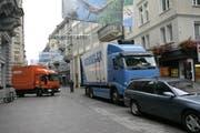 Täglich fahren Dutzende Lastwagen in die St. Galler Innenstadt, viele davon halbleer. Das soll sich ändern. (Bild: Ralph Ribi/12. Oktober 2007)