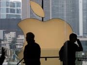 Der Apple-Konzern ist bei den kommunistischen Führern in China in Ungnade gefallen, weil das Unternehmen eine App auf seinen Geräten zulässt, mit der sich Polizei-Bewegungen in Hongkong verfolgen lassen. (Bild: KEYSTONE/EPA/JEROME FAVRE)