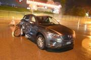 Bei diesem Unfall in Bazenheid zog sich der Rollerfahrer unbestimmte Verletzungen zu. (Bild: Kapo)