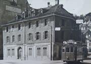 Der Tramwagen Nummer 5 der Linie 2 um 1910. am Schiebenertor. Was heute für den öffentlichen Verkehr der Bohl ist, war damals das Schiebenertor. Hier befand sich eine Haltestelle mit Wartehalle, bei der sich die Tramlinien kreuzten. Jene zur Endstation Stocken passierte den Haupbahnhof bis 1916 auf der Rosenbergstrasse. (Bild: Sammlung Reto Voneschen)