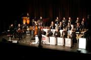 Eddie Daniels wird auf der «Thurgauerhof»-Bühne begleitet von der Atlantis Big Band unter der Leitung von Gilbert Tinner. (Bild: Donato Caspari)