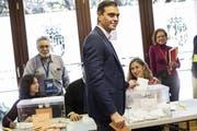 Gewinnt zwar die Wahl, holt sich aber nicht die absolute Mehrheit: Sozialistenchef Pedro Sánchez. Bild: Bernat Armangue/AP (Madrid, 9. November 2019)