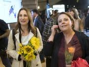 Sollten Adèle Thorens (Grüne, l.) und Ada Marra (SP, r.) am Sonntag gewinnen, wäre der Kanton Waadt erstmals mit zwei Frauen im Ständerat vertreten. (Bild: KEYSTONE/LAURENT GILLIERON)