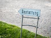 Die Bestattungsmesse in Luzern zeigte Angebote rund um den Tod. (Bild: KEYSTONE/PETRA OROSZ)