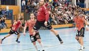 Die Stanser Offensive mit David Riederer (am Ball) funktioniert gegen Möhlin, nicht aber die Abwehr. Bild: Roger Grütter (Stans, 9. November 2019)