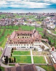 In Tübach werden zahlreiche Wohnbauten realisiert, für das verlassene Kloster gibt es noch keine Pläne. Bild: Urs Bucher (7. März 2019)
