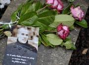 Blumen für Robert Enke. (Bild: Keystone)