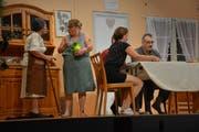Die Theatergruppe bewies viel komödiantisches Talent. (Bild: Monika Wick)