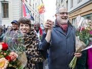 Lisa Mazzone (l.) und Carlo Sommaruga (r.) sind die strahlenden Sieger des rot-grünen Lagers beim zweiten Ständeratswahlgang im Kanton Genf. (Bild: KEYSTONE/SALVATORE DI NOLFI)