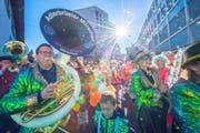 Der Fasnachtsauftakt findet in St.Gallen traditionellerweise mit Guggen aus der ganzen Region vor dem Waaghaus statt. (Bild: Urs Bucher - 11. November 2018)