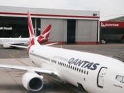 Zwei Maschinen des Typs Boeing 737 der australischen Fluggesellschaft Qantas am Flughafen von Sydney. (Bild: KEYSTONE/AP/RICK RYCROFT)