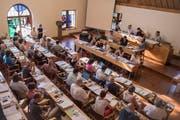 Blick in den Saal des St.Galler Stadtparlaments von der Besuchertribüne aus. (Bild: Adriana Ortiz Cardozo - 3. Juli 2019)
