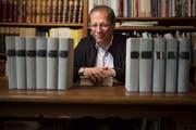 Stefan Sonderegger, Stadtarchivar der Ortsbürgergemeinde St.Gallen, ist Spezialist für Mittelaltergeschichte. Er spricht am Donnerstag über die Bedeutung alter Urkunden für die Geschichtsschreibung. (Bild: Benjamin Manser -27. März 2017)