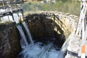 Das Auslauf-Bauwerk aus Naturstein wird saniert.