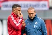 Hansi Flick (rechts) wird die Bayern mindestens für die nächsten beiden Partien betreuen - vielleicht auch länger. (Bild: Keystone)