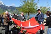 Taufe einer neuen Flagge und eines neuen Bootes für den Seeclub Stansstad. (Bild: Matthias Piazza, 22. April 2012)
