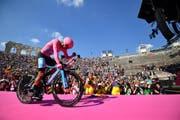 Am 2. Juni fuhr Richard Carapaz als Sieger des Giro d'Italia im römischen Amphitheater in Verona ein. (Bild: Alessandro Di Meo/EPA)