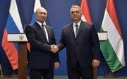 Zwei umstrittene autoritäre Staatschefs: Viktor Orban (rechts) traf sich vergangene Woche mit Russlands Staatspräsident Vladimir Putin. (Bild: EPA/Alexei Nikolsky)