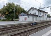 Der Bahnhof Winkeln: Schlechte S-Bahn-Verbindungen auf überregionale Züge in Gossau. (Bild: Thomas Hary - 3. September 2018)