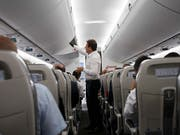 Endlich Schluss mit dem Gerangel beim Einsteigen? Die Lufthansa hofft, mit einem neuen Einsteigeverfahren das Boarding verkürzen zu können. (Bild: KEYSTONE/SALVATORE DI NOLFI)
