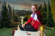 «Die Pokale und Medaillen sind mein Lohn»: Weltmeister Beat Wartenweiler in der Minigolfanlage im Säntispark. (Bild: Ralph Ribi)