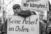 Schuld an der Wirtschaftsmisere im Osten? Na klar: die «Treuhand»! Demonstranten in Berlin 1992. (Bild: Daniel Biskup/Keystone, Berlin)