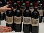 Mehrere Flaschen Château Mouton Rothschild stahl und trank ein Weindieb in Menzingen. (Bild: KEYSTONE/EPA/YM YIK)
