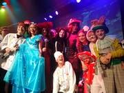 Die Truppe von «Alice im Wunderland»: Die jungen Schauspielerinnen und Schauspieler führen das Stück im Kinder-Musical-Theater Storchen auf. (Bild: Claudia Berger)
