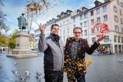 Stadtvater Vadian, Obergugger Andreas Jakob, Fasnachtspräsident Bruno Bischof und einige Tauben im Konfettiregen. (Bild: Urs Bucher - 5. November 2019)