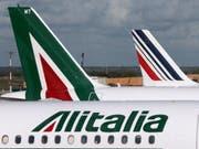 Die Gespräche zur Rettung der italienischen Fluggesellschaf Alitalia gehen weiter: Die italienische Eisenbahngesellschaft Ferrovie dello Stato (FS) verhandelt mit der Lufthansa und der US-Airline Delta. (Bild: KEYSTONE/AP/LUCA BRUNO)