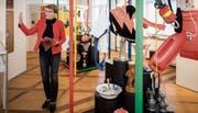 Initiantin und Kuratorin Heidi Hofstetter umringt von den verschiedenen Exponaten der Vereine im Museum Rosenegg. (Bild: Reto Martin)
