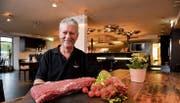 Das Angebot von Matthias Britt umfasst neben Steaks auch Filets, Poulet, Crevetten- und Vegi-Spiesse. (Bild: Donato Caspari)