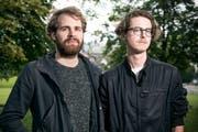 Lukas Senn (links) und Basil Kehl sind die St.Galler Band Dachs. Sie haben neuerdings einen Song als Hommage an Beat Bergfloh Breu im Repertoire. (Bild: Mareycke Frehner - 11. August 2016)