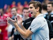 Pfadis Trainer Adrian Brüngger applaudiert seiner Mannschaft (Bild: KEYSTONE/CHRISTIAN MERZ)