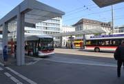 Der neue Bushof auf dem St.Galler Bahnhofplatz. Ob er mit dem Flux-Preis ausgezeichnet wird, zeigt sich am 28. November. (Bild: PD)