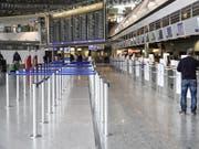 Die Lufthansa ist im Streit mit der Flugbegleitergewerkschaft UFO nach den Worten von Vorstandschef Carsten Spohr zu einer Schlichtung bereit. Das Unternehmen wolle mit allen drei Gewerkschaften der Kabine Gespräche aufnehmen, erklärte Spohr. (Bild: KEYSTONE/EPA/ARMANDO BABANI)