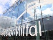 Der Stahlkonzern ArcelorMittal stellt tausende Arbeitsplätze in Italien zur Disposition. (Bild: KEYSTONE/AP/Yves Logghe)