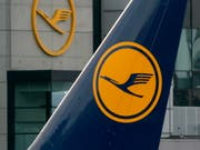 Die Lufthansa sucht zur Schlichtung des Streits mit den Flugbegleitern das Gespräch mit den Gewerkschaften. (Bild: KEYSTONE/EPA/RONALD WITTEK)
