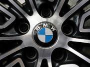 Dank eines deutlichen Anstiegs in China und den USA hat der Autobauer BMW im Oktober mehr Fahrzeuge verkauft. (Bild: KEYSTONE/AP/GENE J. PUSKAR)