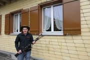 Pius Wyss vor dem Schützenhaus in Ennetmoos. Er holte am Rütlischiessen 2019 die volle Punktzahl. (Bild: Zéline Odermatt, 7. November 2019)