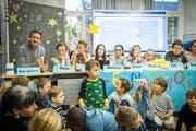 Die Kinderpressekonferenz im Schulhaus Gottlieben mit dem australischen Komiker Rob Spence. (Bilder: Reto Martin)